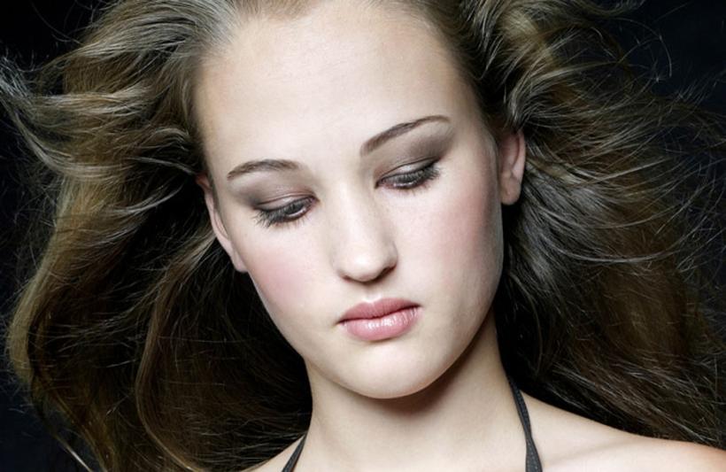 Loren Model Portfolio Hair and MakeUp Artist Feature Image Blouberg Cape Town Durbanville